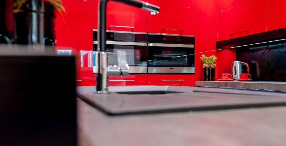 moderni kuchyn rosso