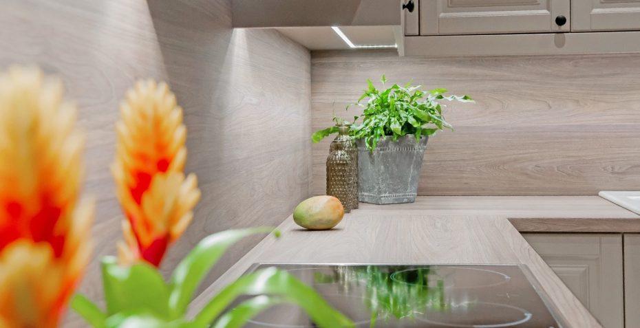 moderni kuchyne na miru provenze